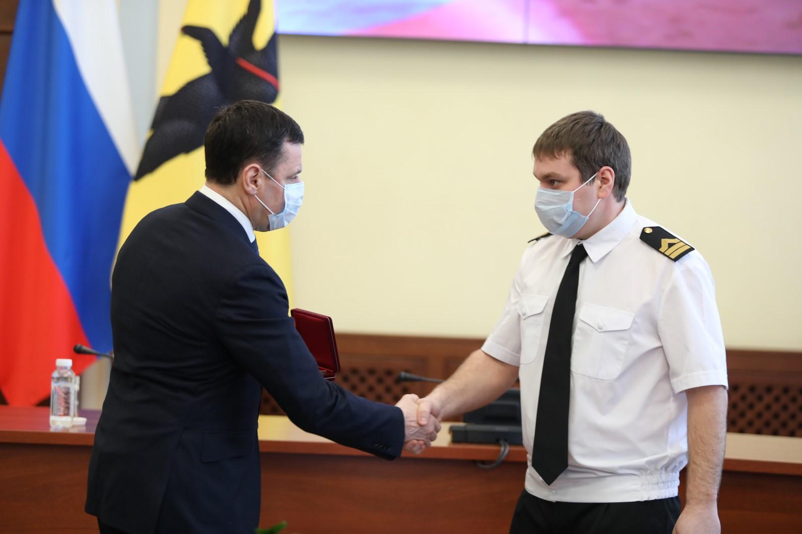 Дмитрий Миронов вручил награды ко Дню защитника Отечества