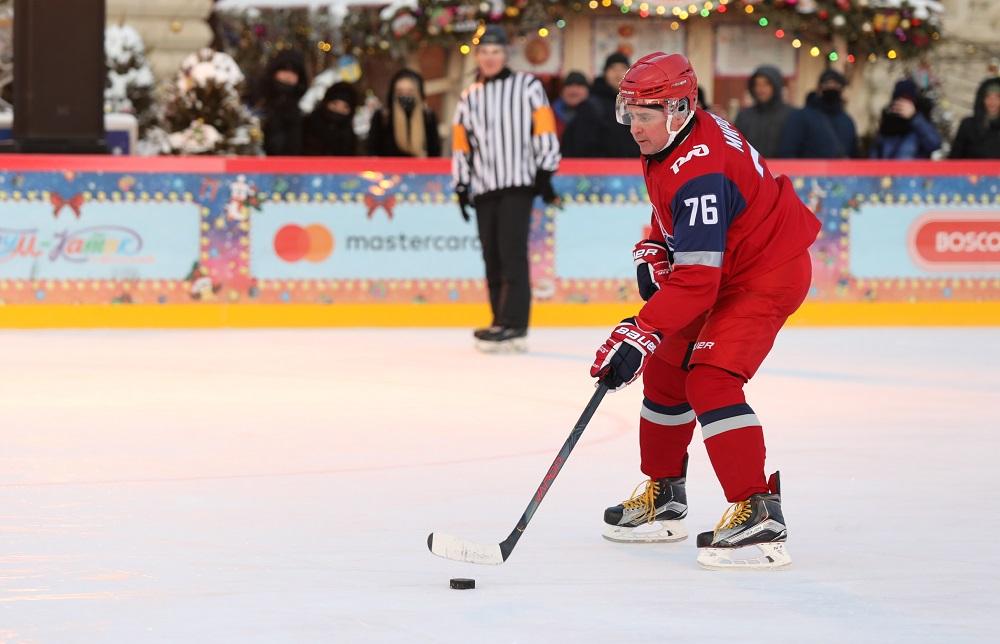 Дмитрий Миронов и ветераны «Локомотива» сыграли в хоккей на Красной площади: фото