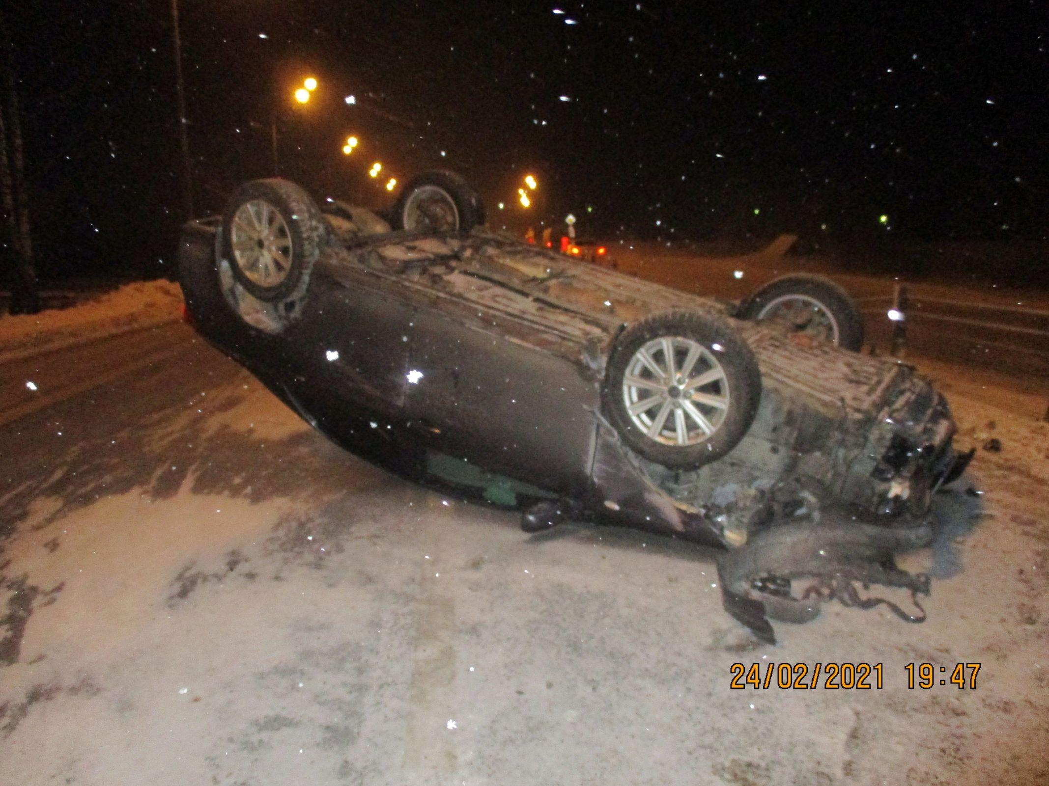 В Ярославской области фура столкнулась с «Тойотой», опрокинула ее на крышу и скрылась