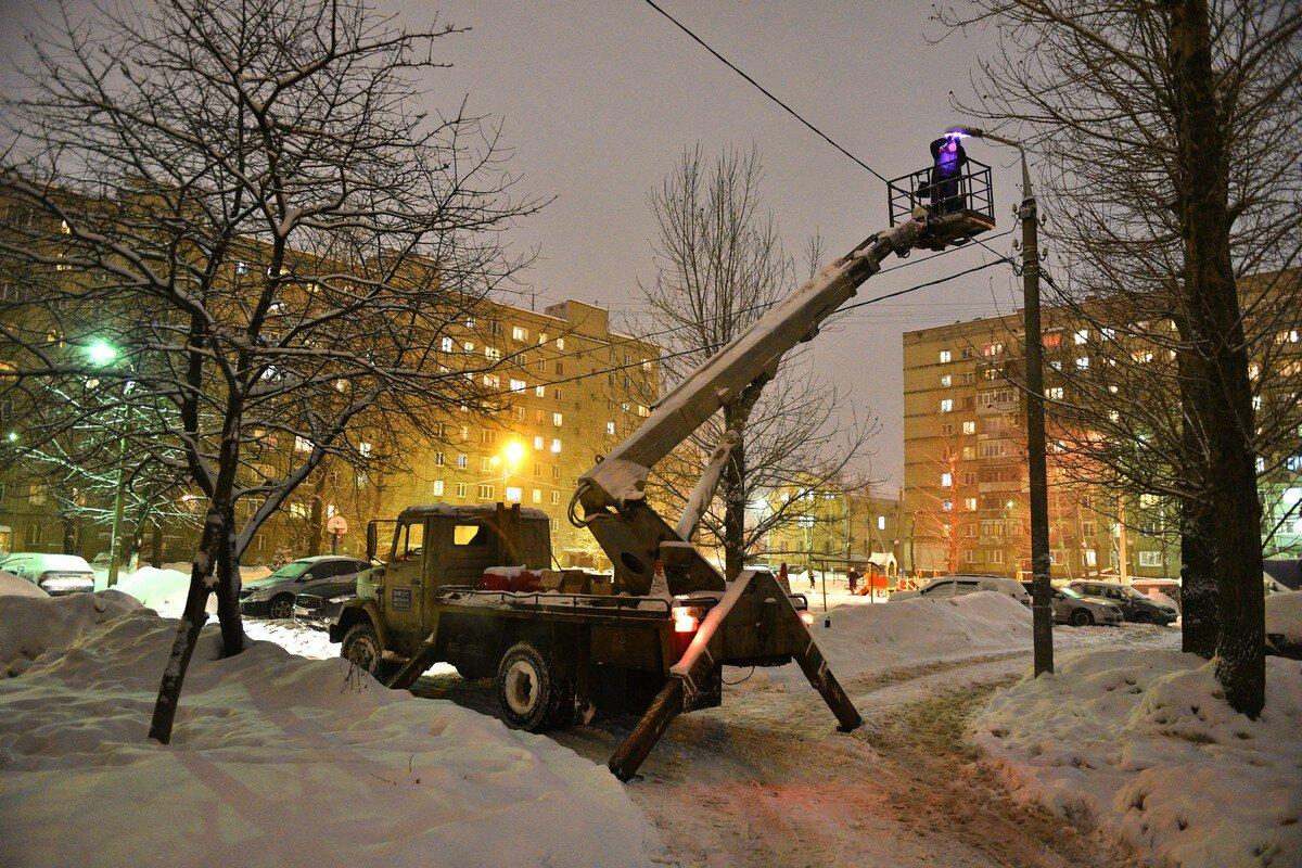 Более 400 уличных светильников в Ярославле заменили на энергосберегающие