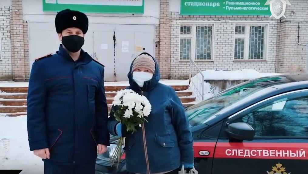 В Ярославле сотрудник следственного комитета спас пенсионерку с пневмонией