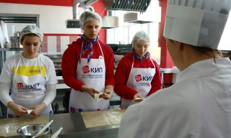 В ярославском колледже школьники попробовали себя в разных профессиях
