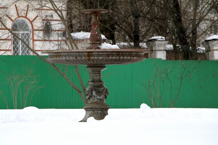 В Карякинском саду в Рыбинске приступили к реставрации фонтана