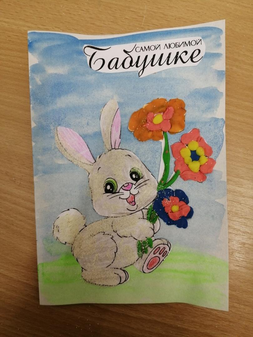 В Ярославле дети делают открытки мамам и бабушкам к 8 Марта