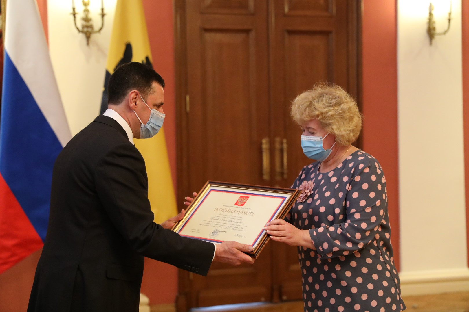 Дмитрий Миронов вручил награды женщинам за особые заслуги в профессии