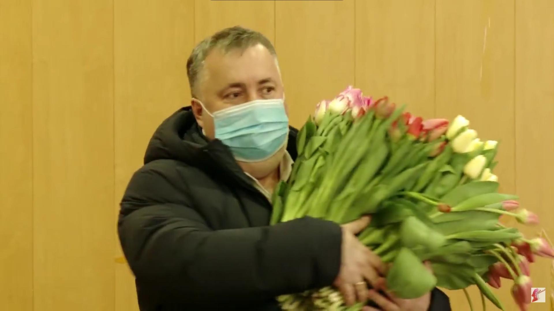В Ярославской области депутаты поздравили с наступающим праздником женщин-врачей