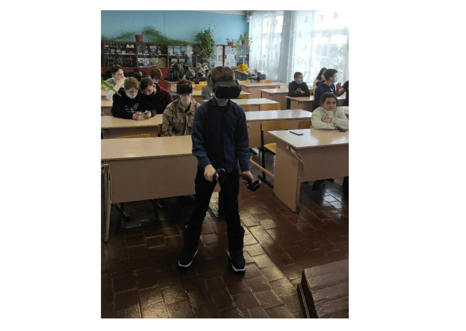 Более 100 детей Ростовского района смогут посетить занятия в мобильном «Кванториуме»