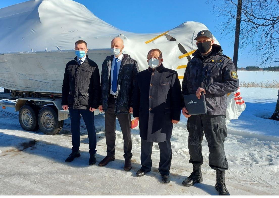 В Ярославскую область передали катер для борьбы с браконьерством