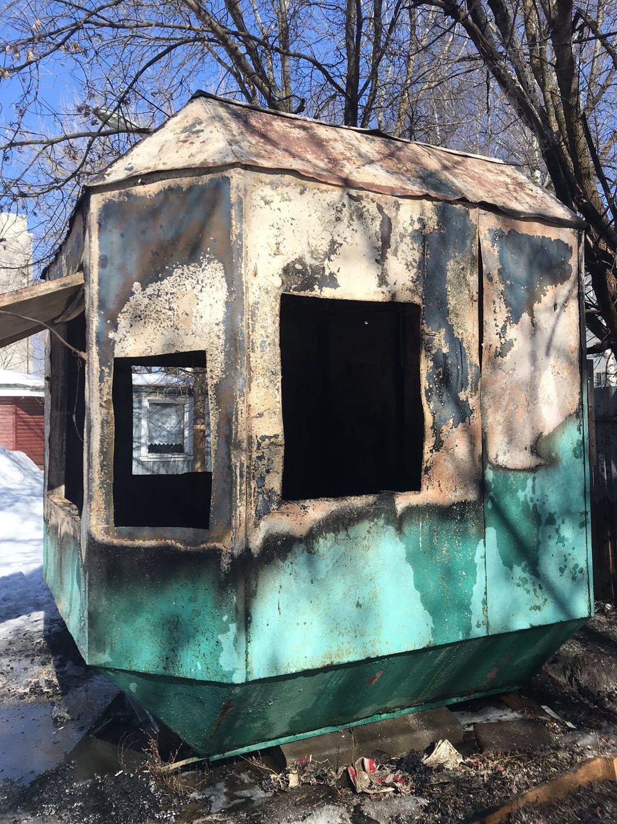 В Ярославле при пожаре погиб мужчина, его знакомый госпитализирован