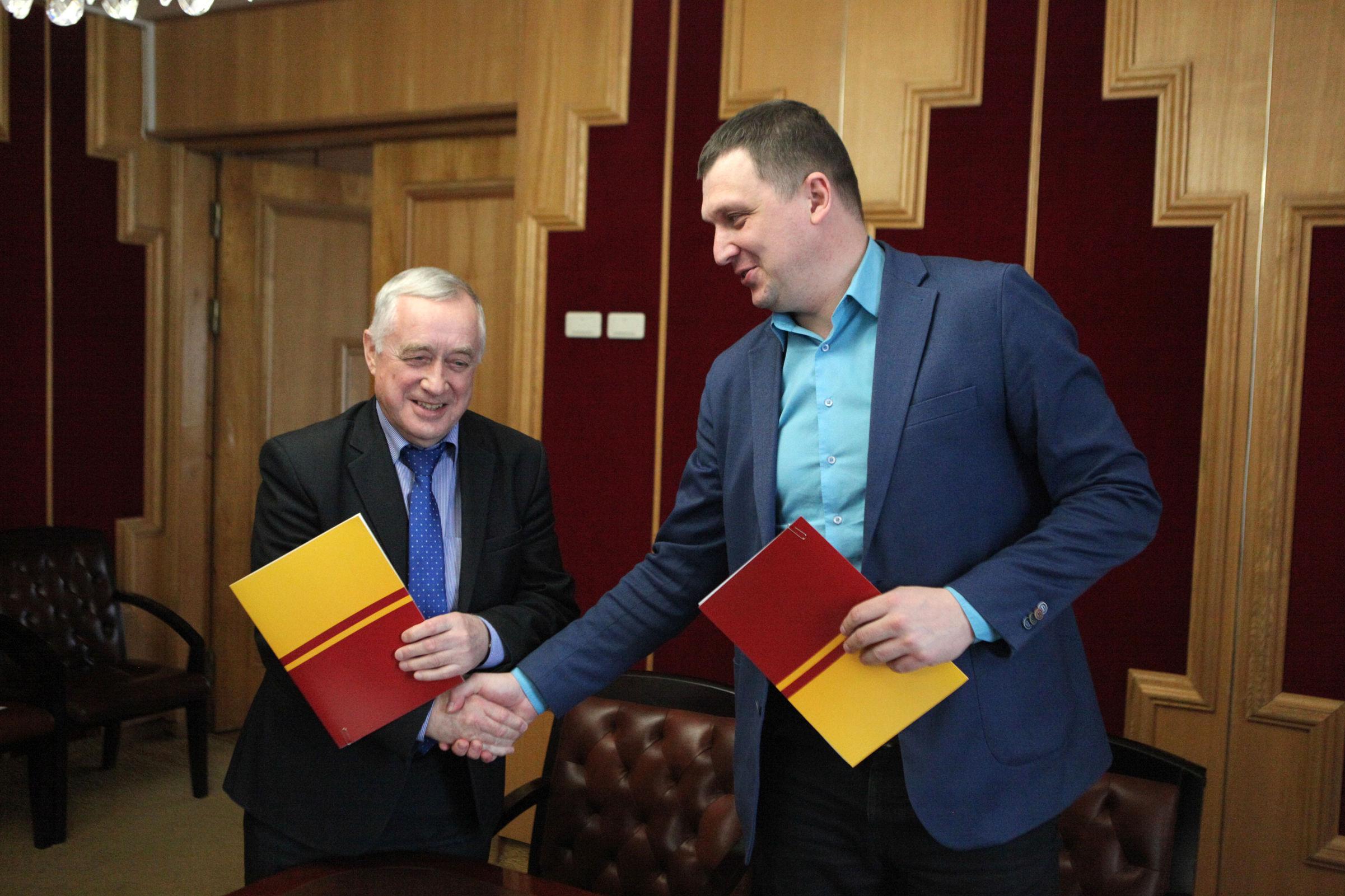 Общественная палата подписала соглашение с НКО об организации общественного наблюдения на выборах
