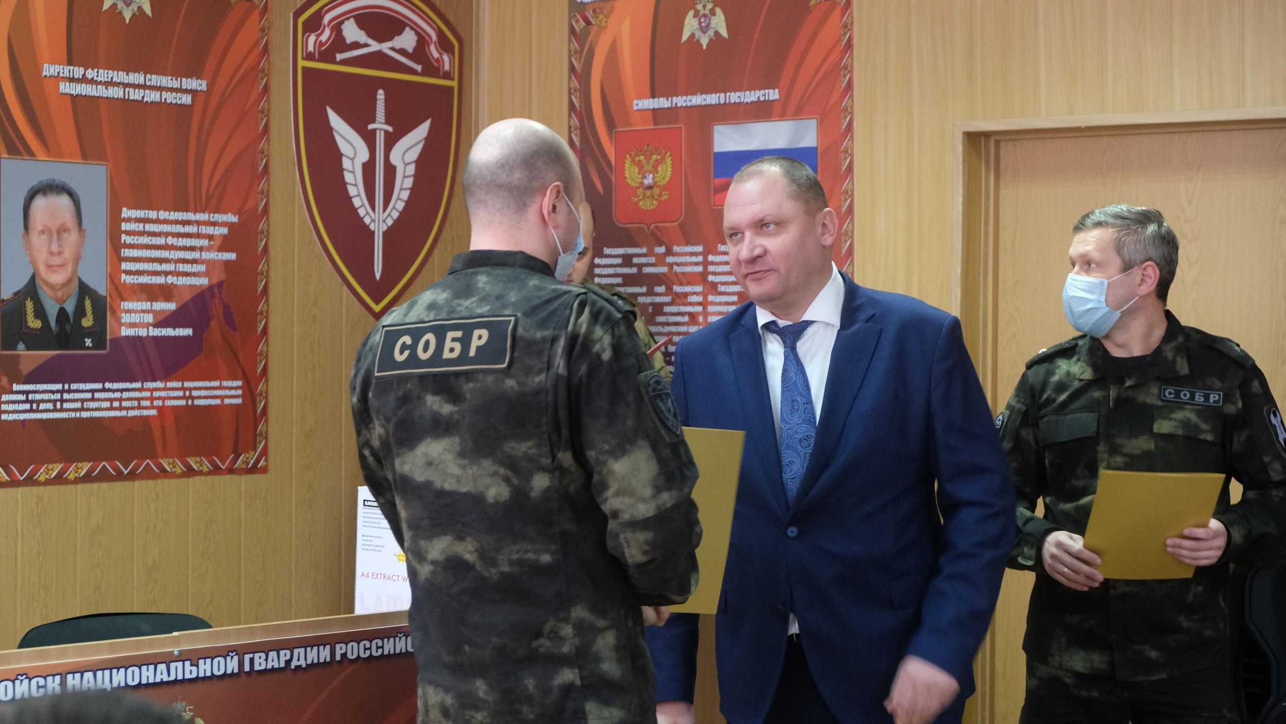 Андрей Шабалин вручил награды сотрудникам Ярославского СОБРа