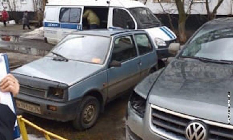 В Ярославле на улице Светлой с семи автомобилей сняли фары