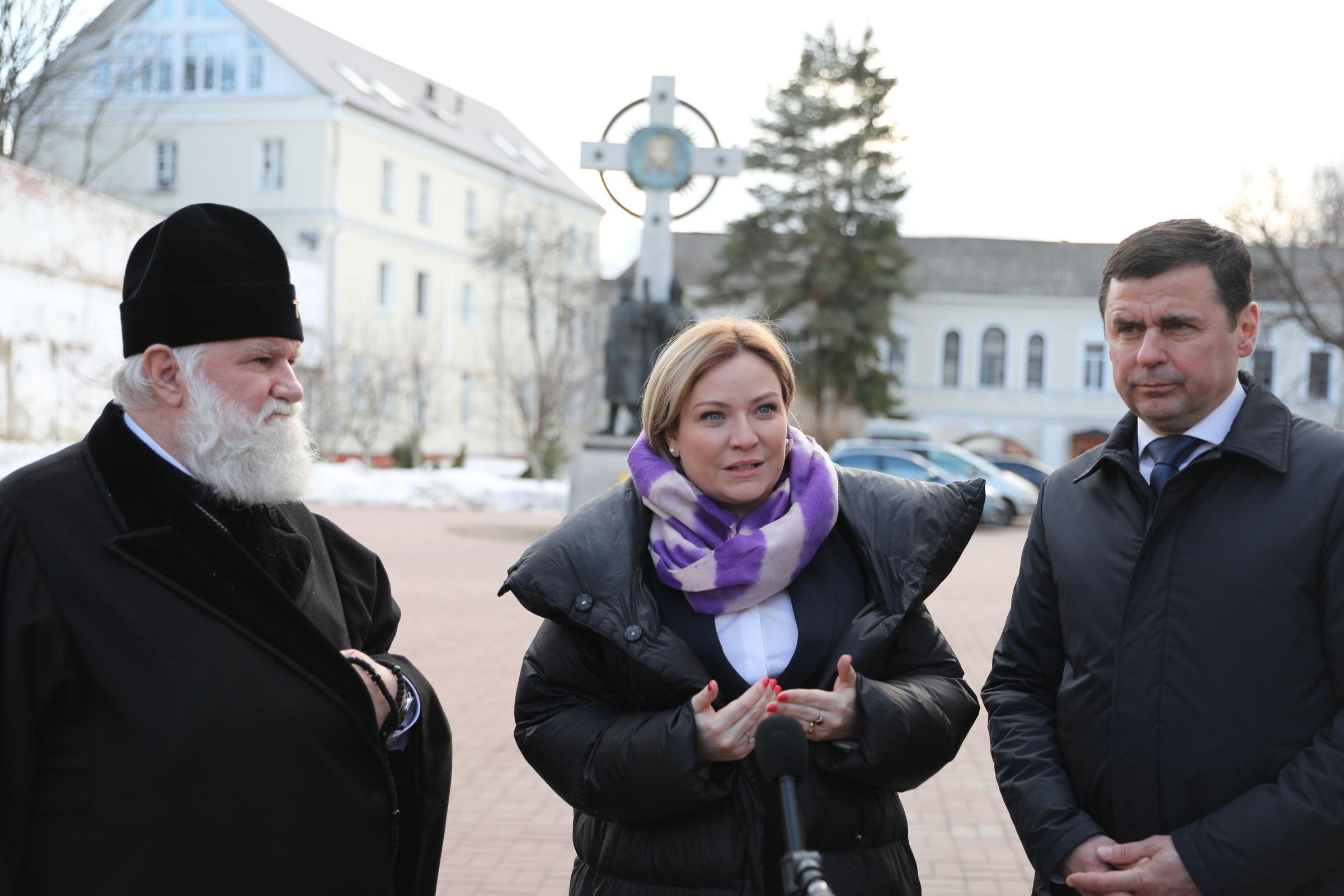 Дмитрий Миронов и Ольга Любимова передали в Спасо-Афанасиевский монастырь икону «Спас Нерукотворный»