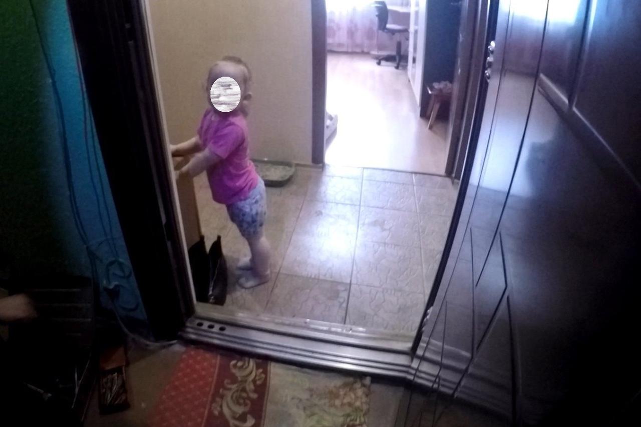 В Ярославле спасатели уберегли маленькую девочку от пожара