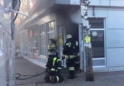 В Ярославле на Октябрьской площади горел торговый павильон