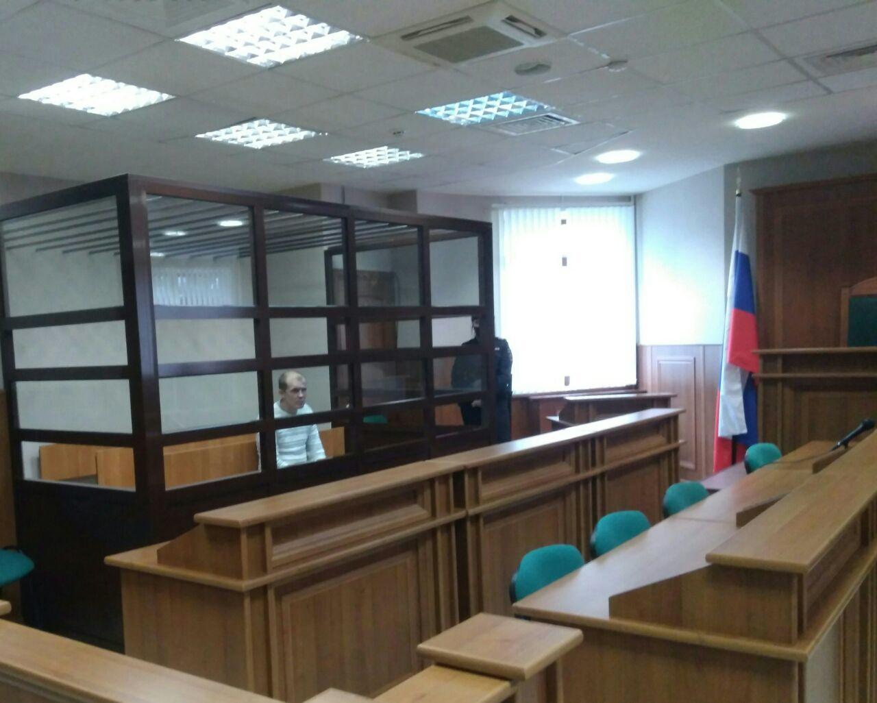 Перерезал горло ради телефона и трех тысяч рублей: в Ярославле вынесли приговор убийце