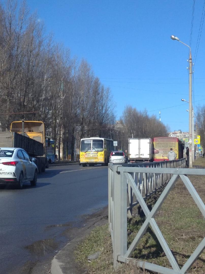 В Ярославле в массовом ДТП с участием автобусов пострадала пассажирка