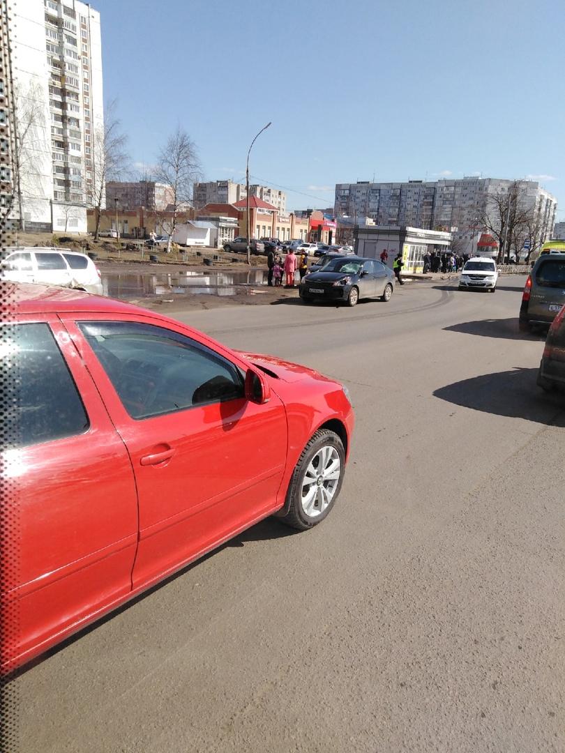 На Ленинградском проспекте в Ярославле женщина на иномарке насмерть сбила пешехода