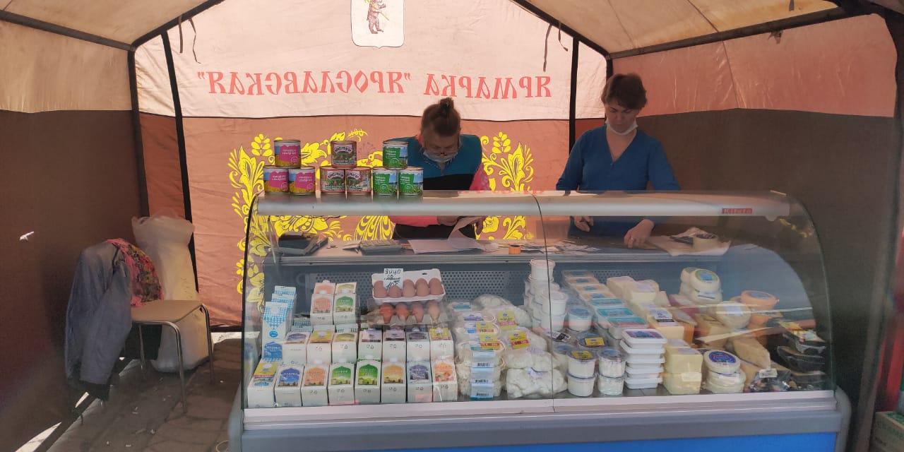 Фермерская продукция представлена на ярмарке в центре Ярославля