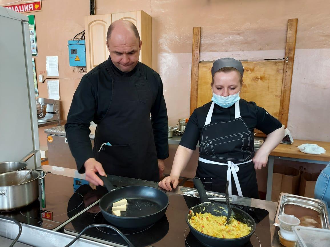 Рыбинские кафе и рестораны познакомили с постным меню будущих поваров