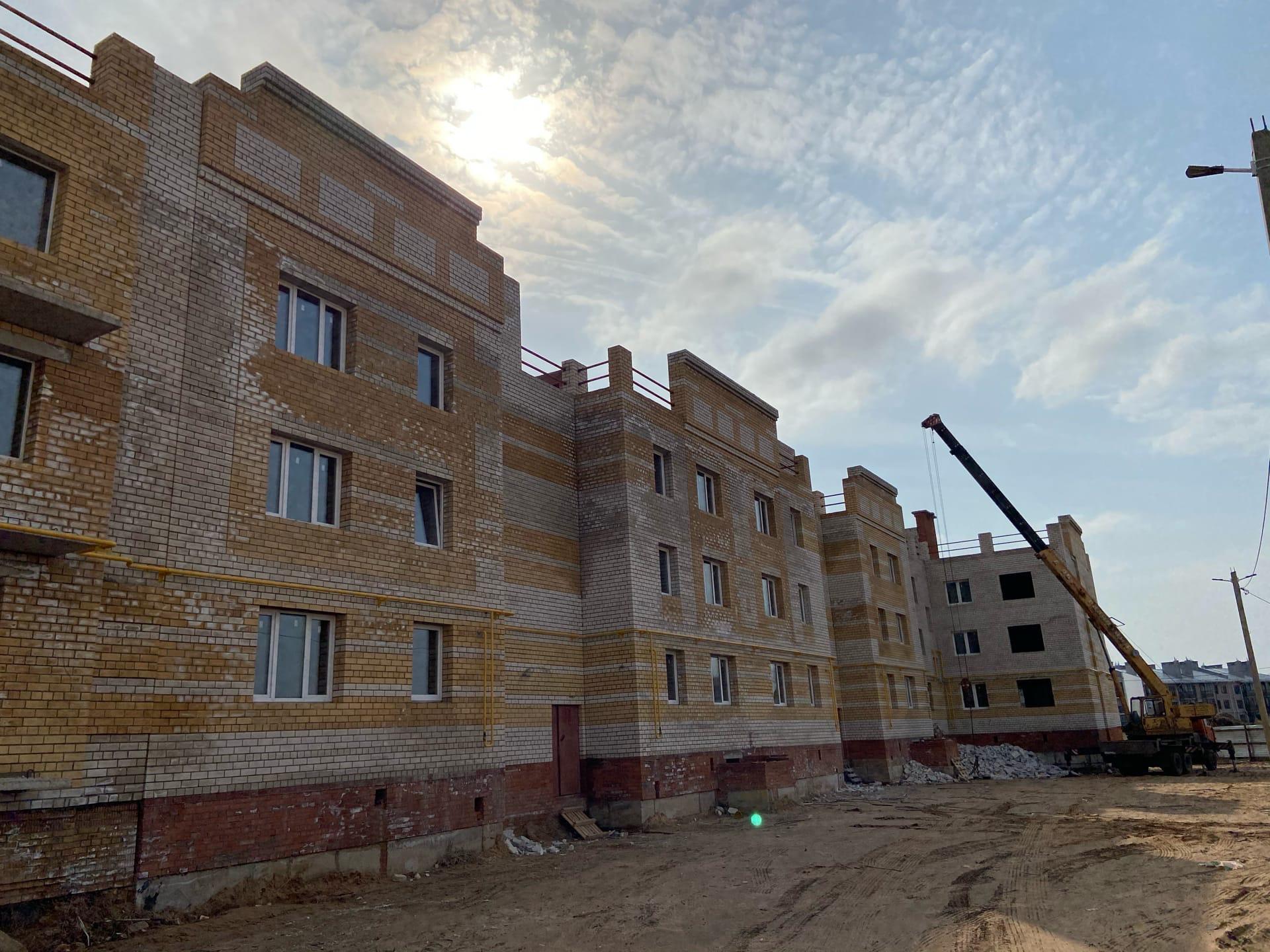 Проблемный дом ООО «Монолит» в деревне Мостец достроят в этом году