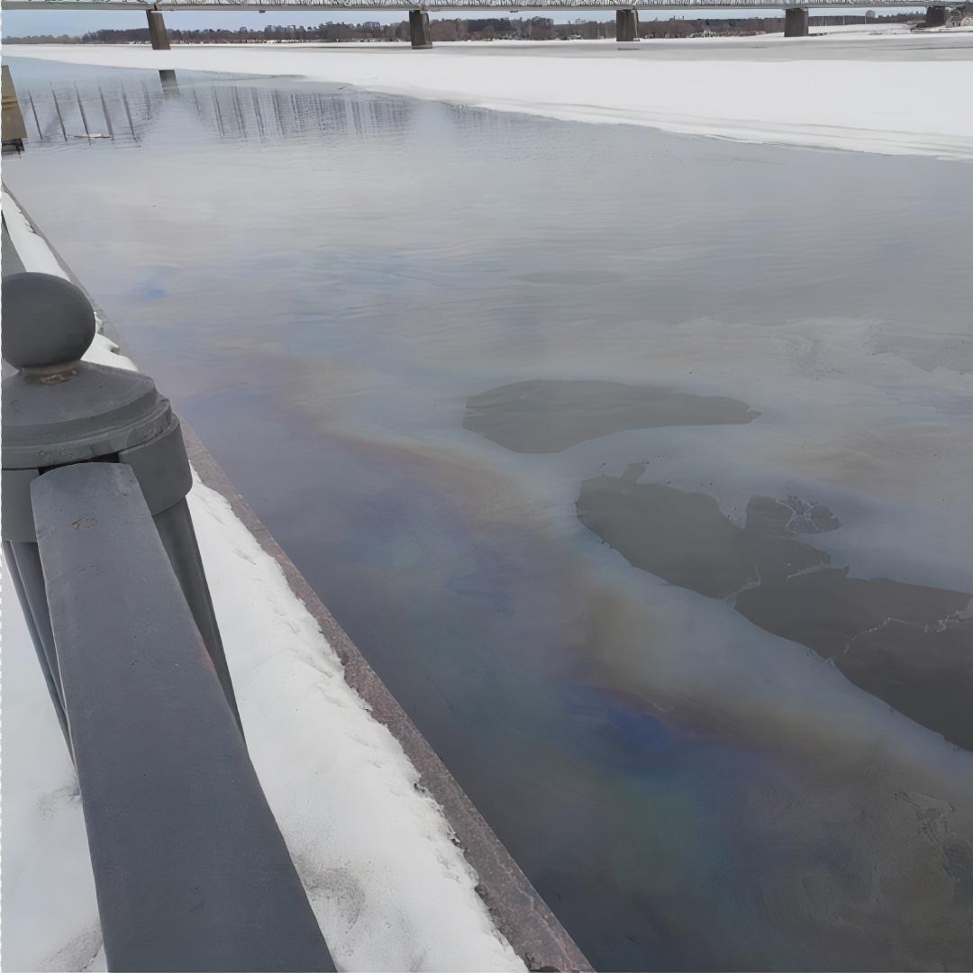 В Ярославле нефтепродукты попали в Волгу: концентрация превысила допустимую почти в 4 раза
