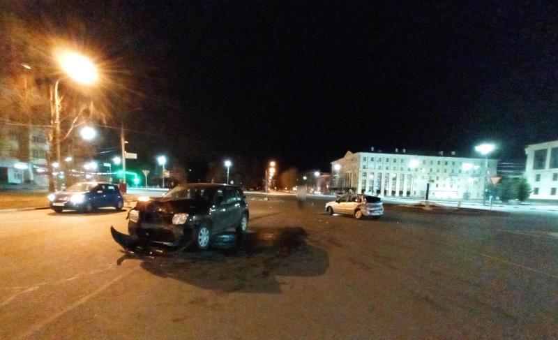 В крупном ДТП на проспекте Ленина в Ярославле пострадали три человека