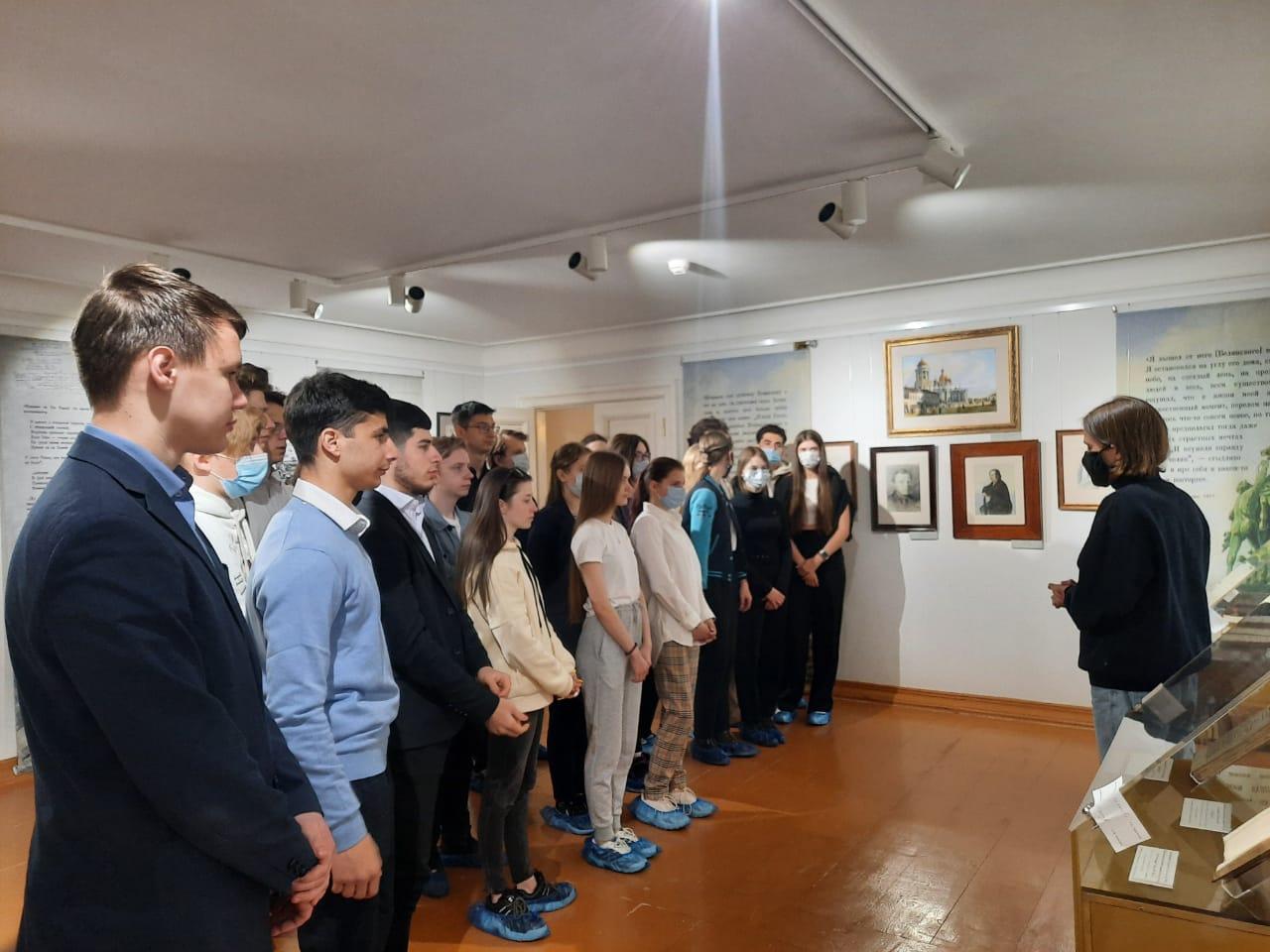 Выставка, посвященная 200-летию Некрасова и Достоевского, открылась в музее-заповеднике «Карабиха»