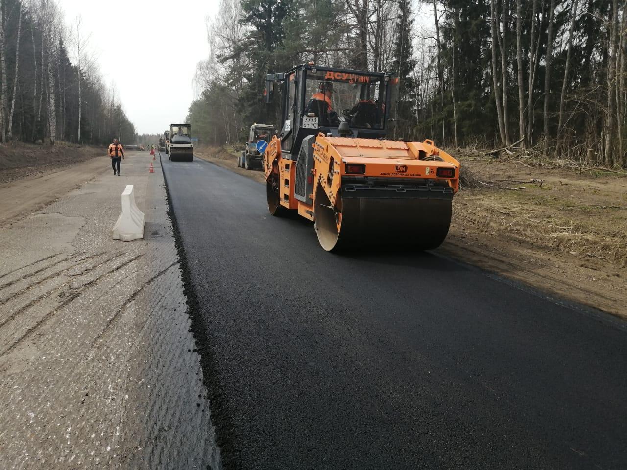 Началась укладка асфальта на дороге между Угличем и Переславлем-Залесским