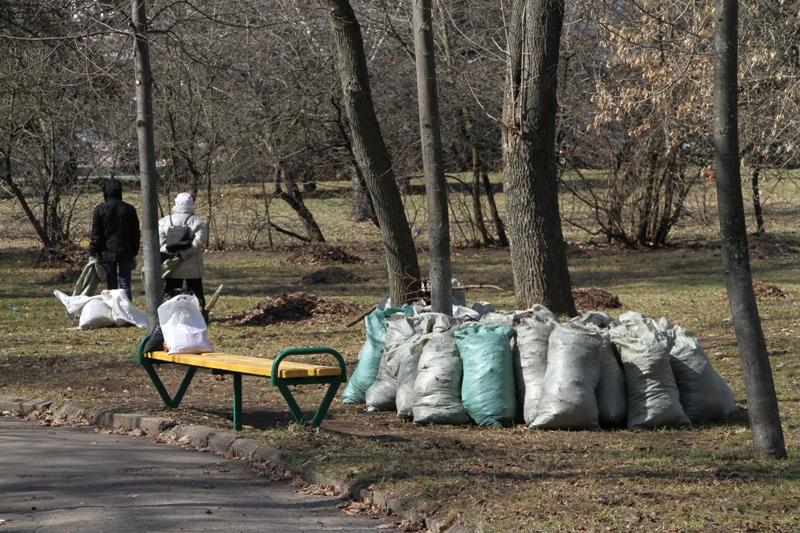 В Рыбинске проходит общегородской субботник
