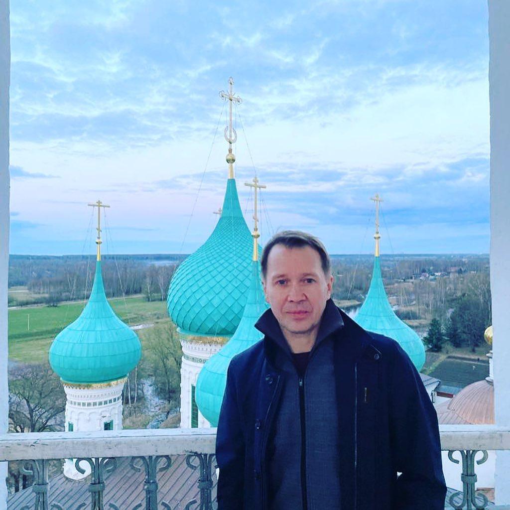 Актер Евгений Миронов на Пасху посетил Толгский монастырь