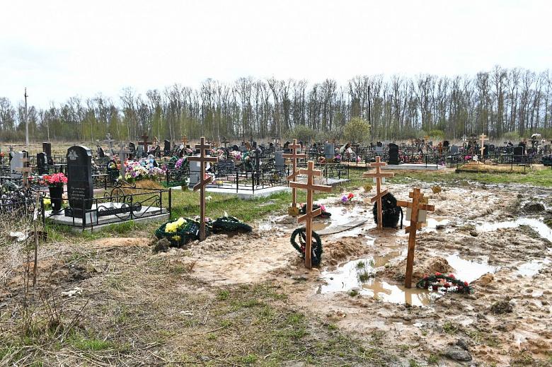 В мэрии рассказали, как борются с подтоплением на Осташинском кладбище