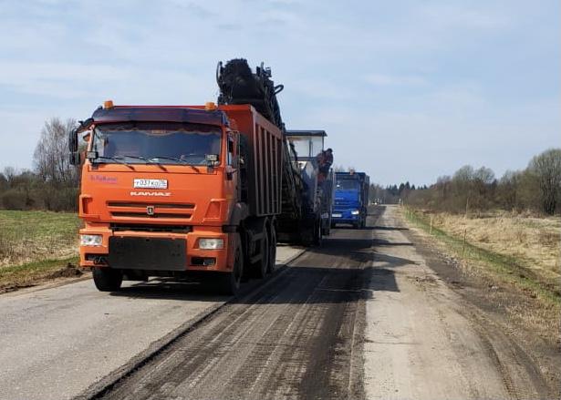 На дороге Новый Некоуз – Родионово – поселок Октябрь фрезеруют изношенное покрытие