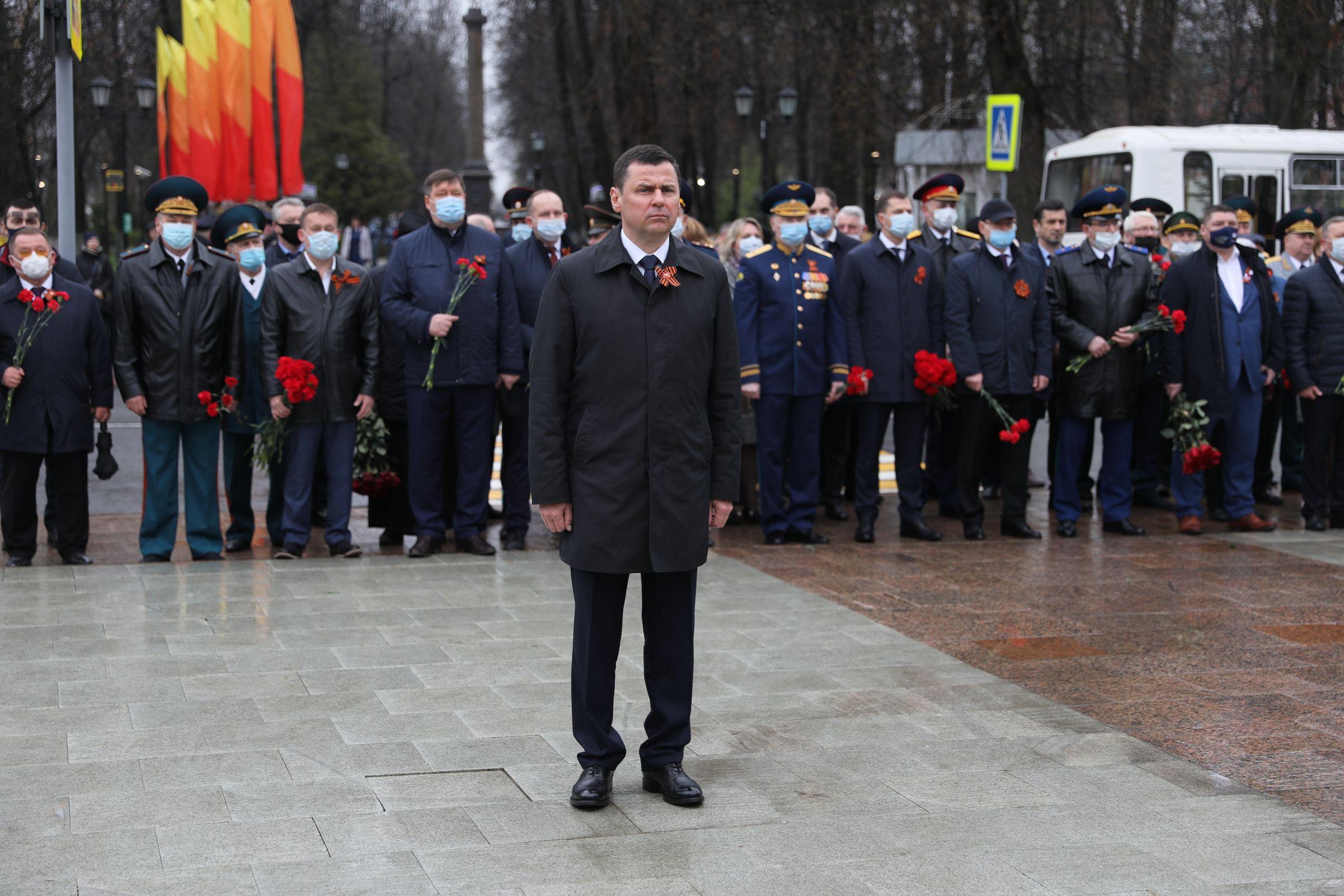 Дмитрий Миронов возложил цветы к Вечному огню