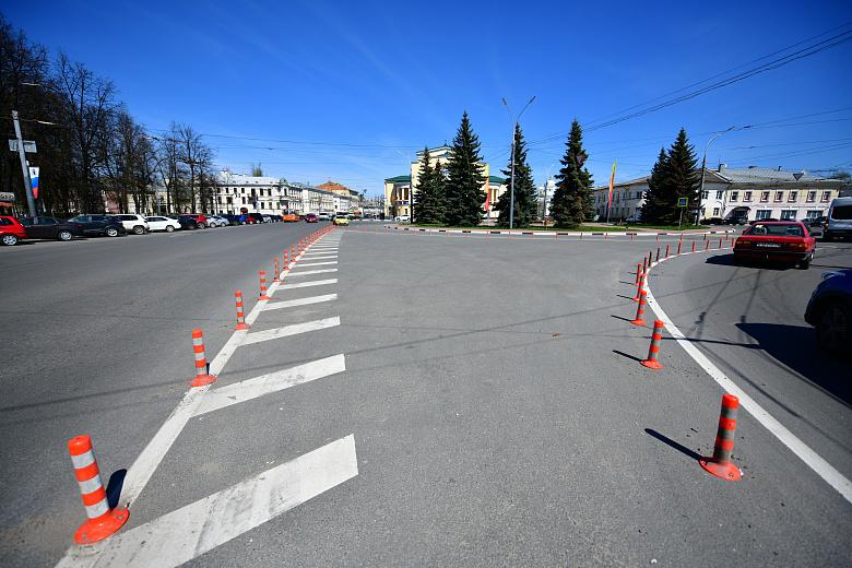 На площадь Волкова в Ярославле вернули столбики безопасности