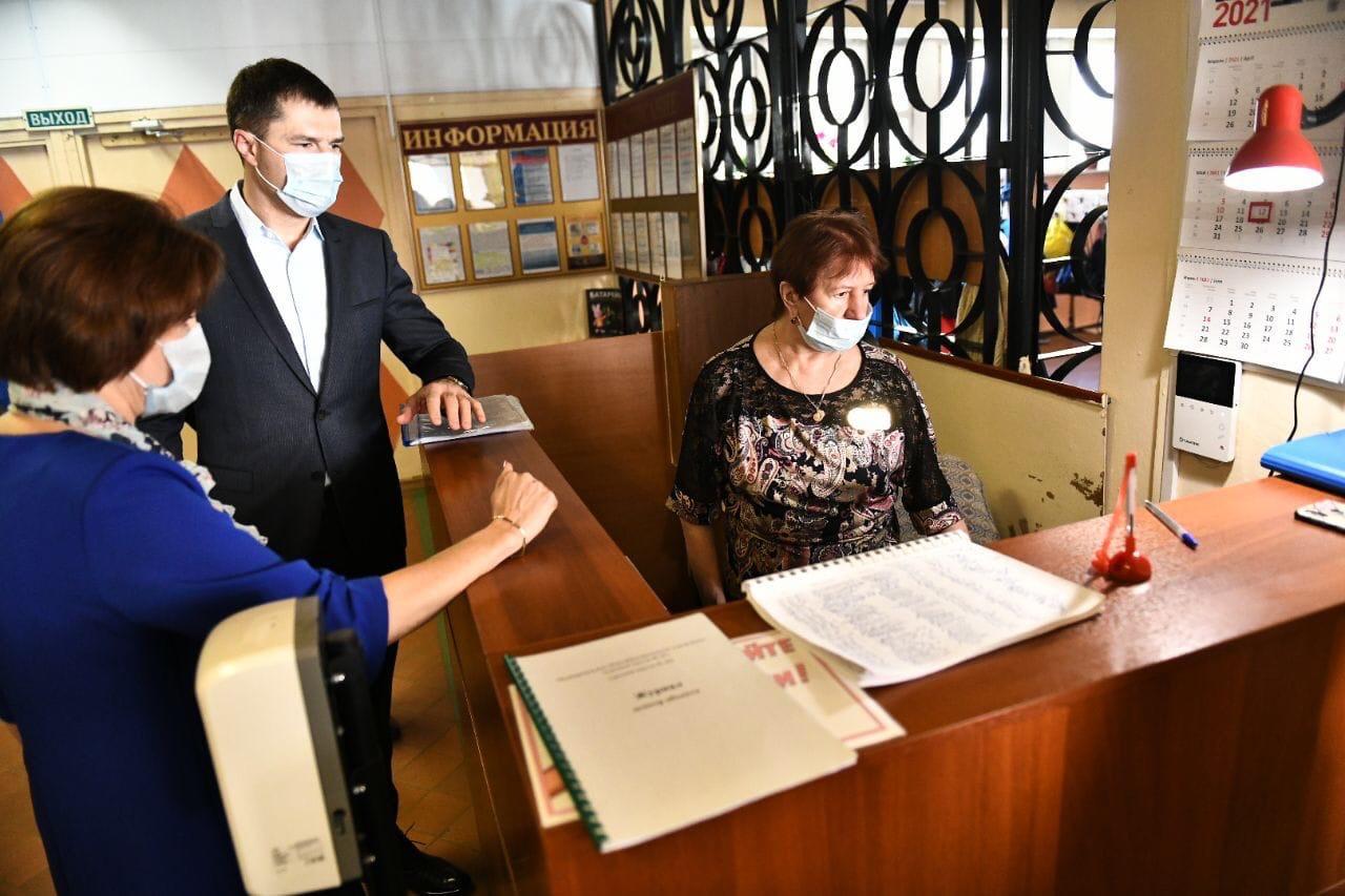Мэр Ярославля проверил систему безопасности в школе №40