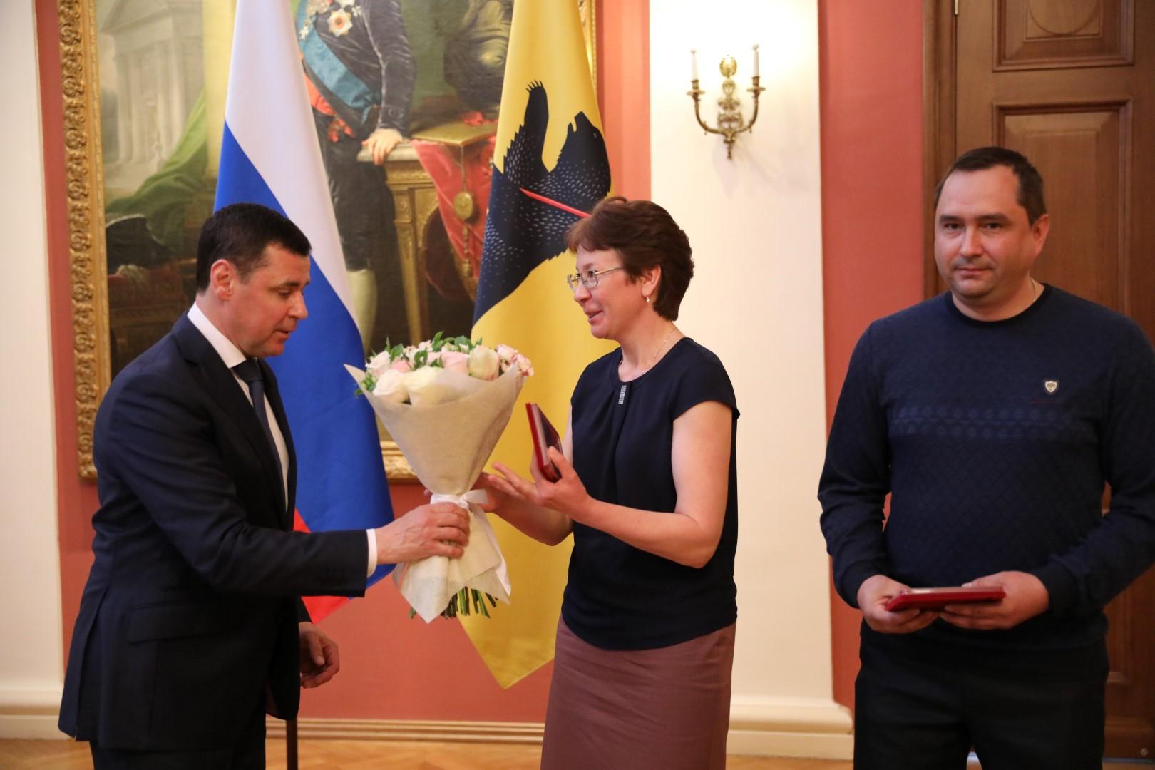 Дмитрий Миронов вручил медали «За верность родительскому долгу»