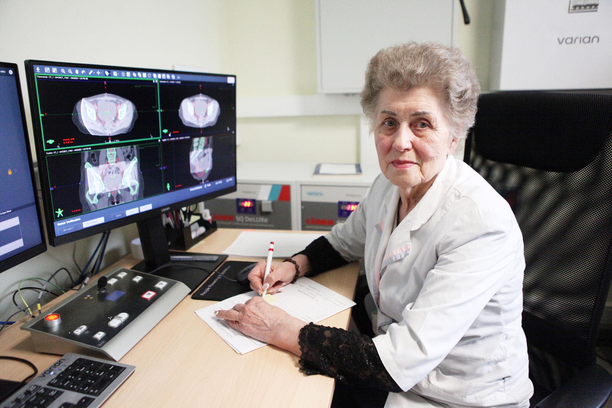 Старшая сестра. Ярославна Нелли Беспалова работает в онкологической больнице уже 60 лет