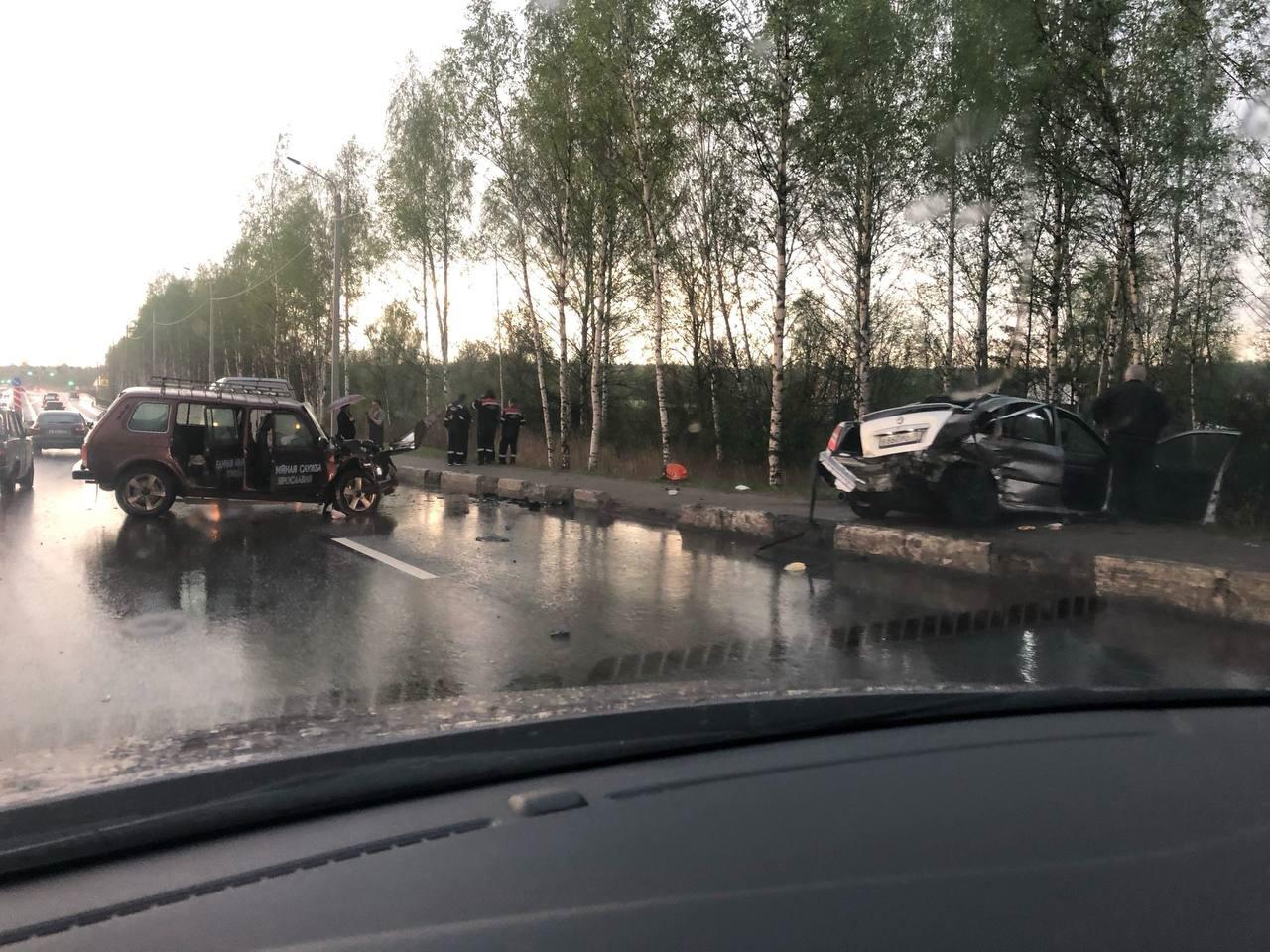 В крупном ДТП на «пьяной» дороге в Ярославле погибла женщина, трое пострадали