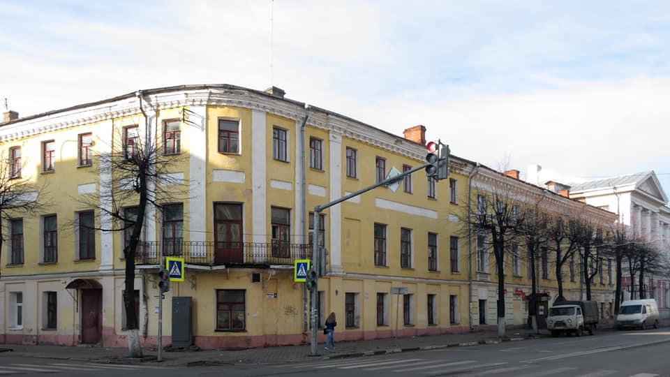 Суд обязал собственников двух объектов культурного наследия в Ярославле провести работы по консервации зданий