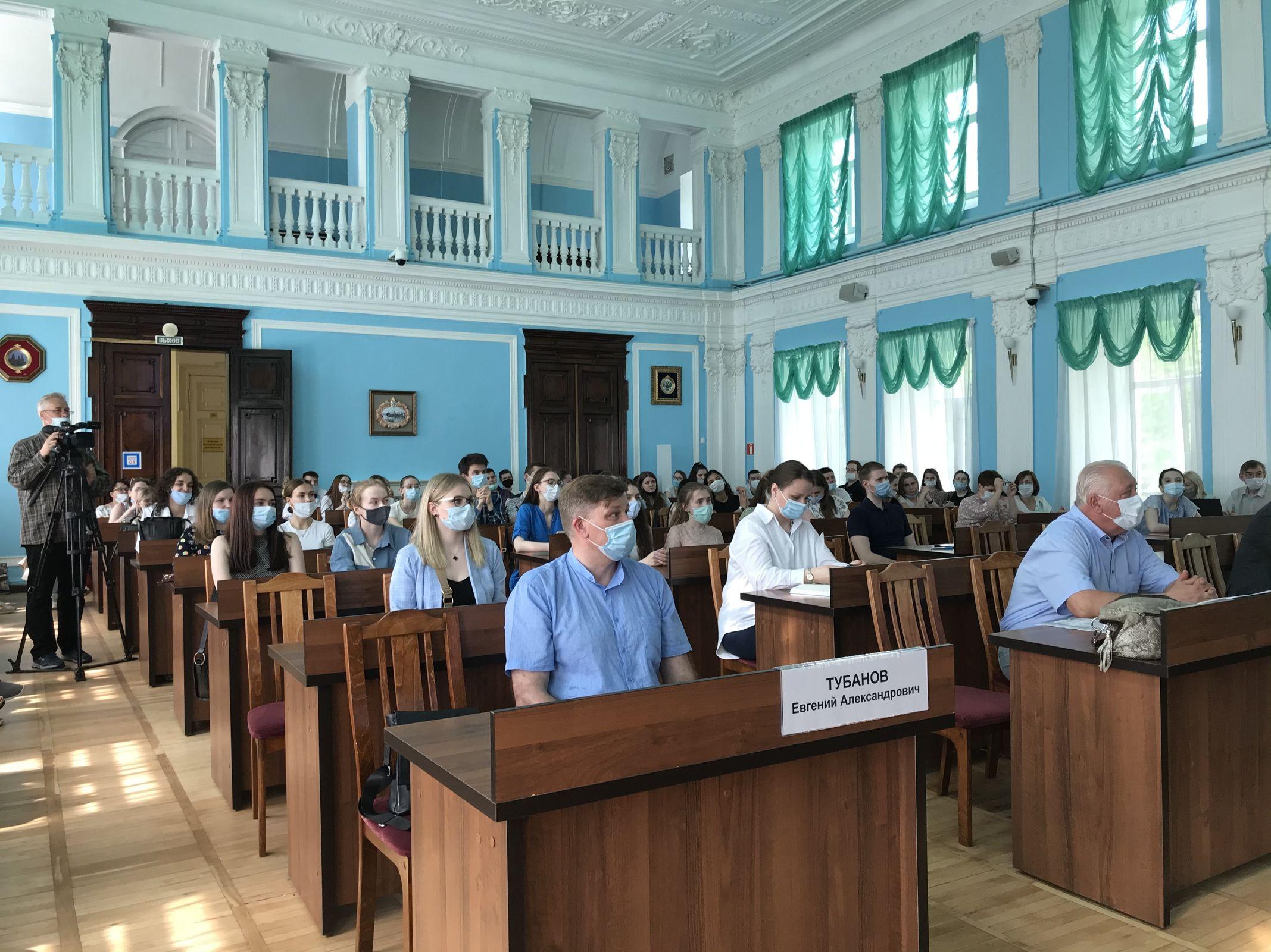 Более 100 вакансий открыли в Ярославской области для молодых врачей