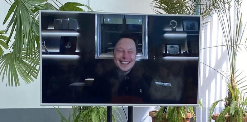 Илон Маск пообщался с ярославскими студентами