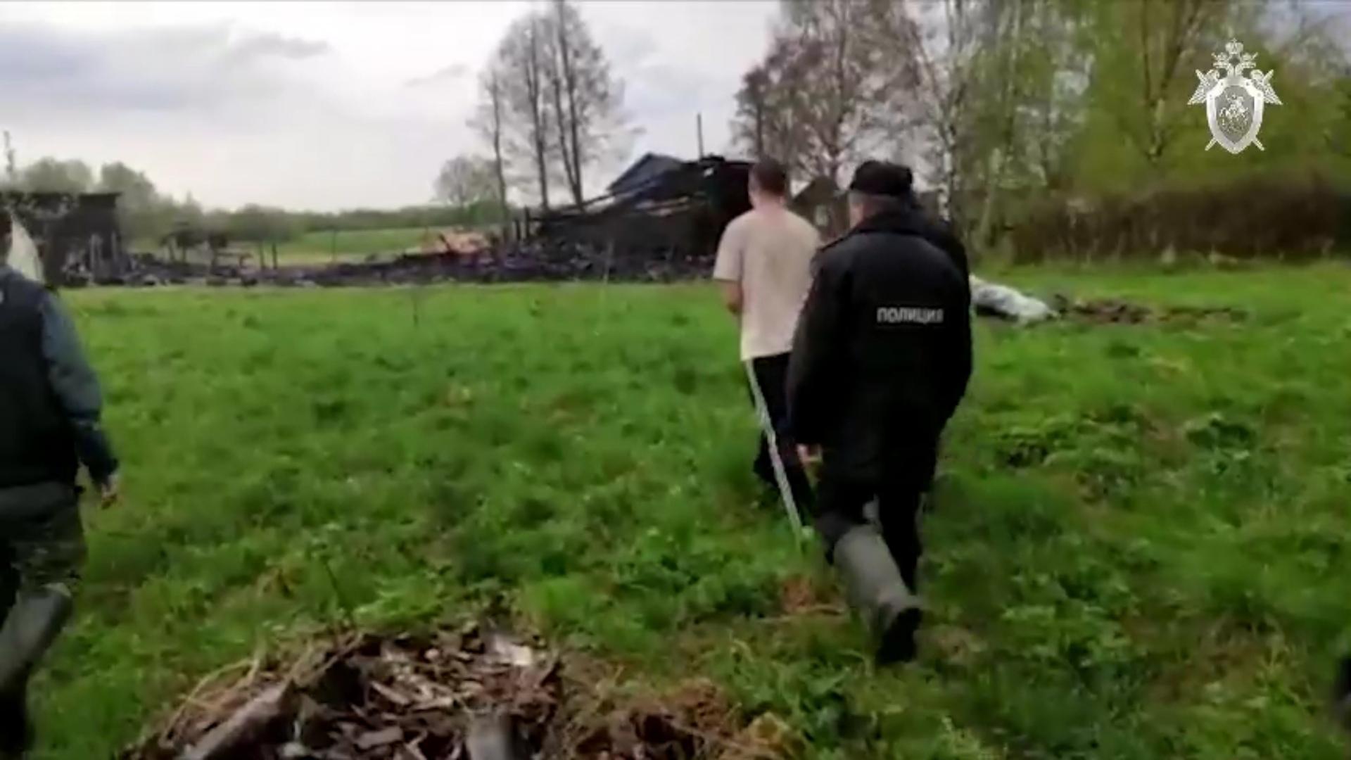 Изрезали ножом, обокрали и подожгли: в Ярославской области двум мужчинам предъявили обвинение в убийстве пенсионера и разбое