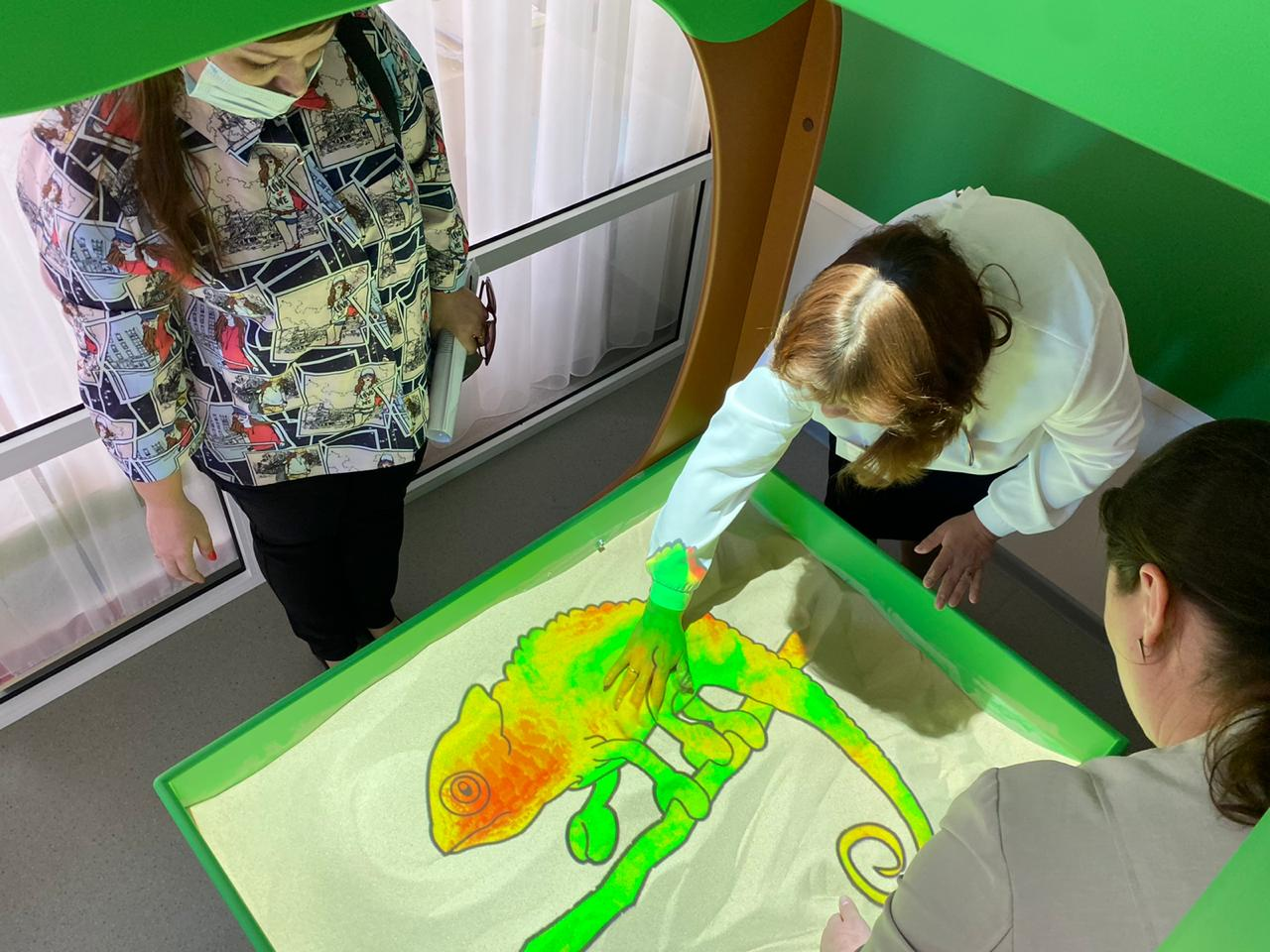 В Ярославской области появилось «Умное зеркало»: уникальное коррекционное оборудование поступило в детский сад