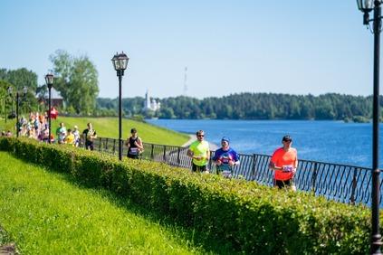 Бегуны из пяти стран мира приняли участие в полумарафоне «По шести холмам» в Ярославской области