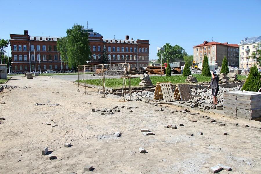 В Рыбинске заканчивается демонтаж фонтана на площади Дерунова