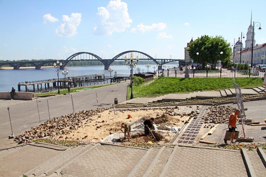 В Рыбинске готовят площадку для установки скульптуры Остапа Бендера и мальчика-беспризорника