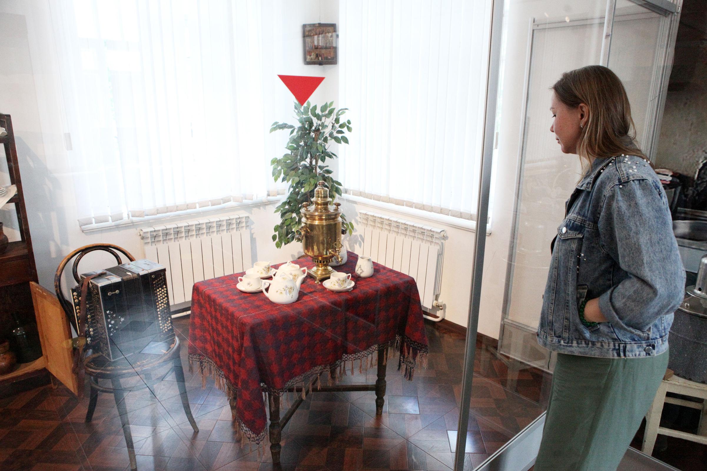Одна дверь и множество звонков: в ярославском музее воссоздали интерьеры коммуналок