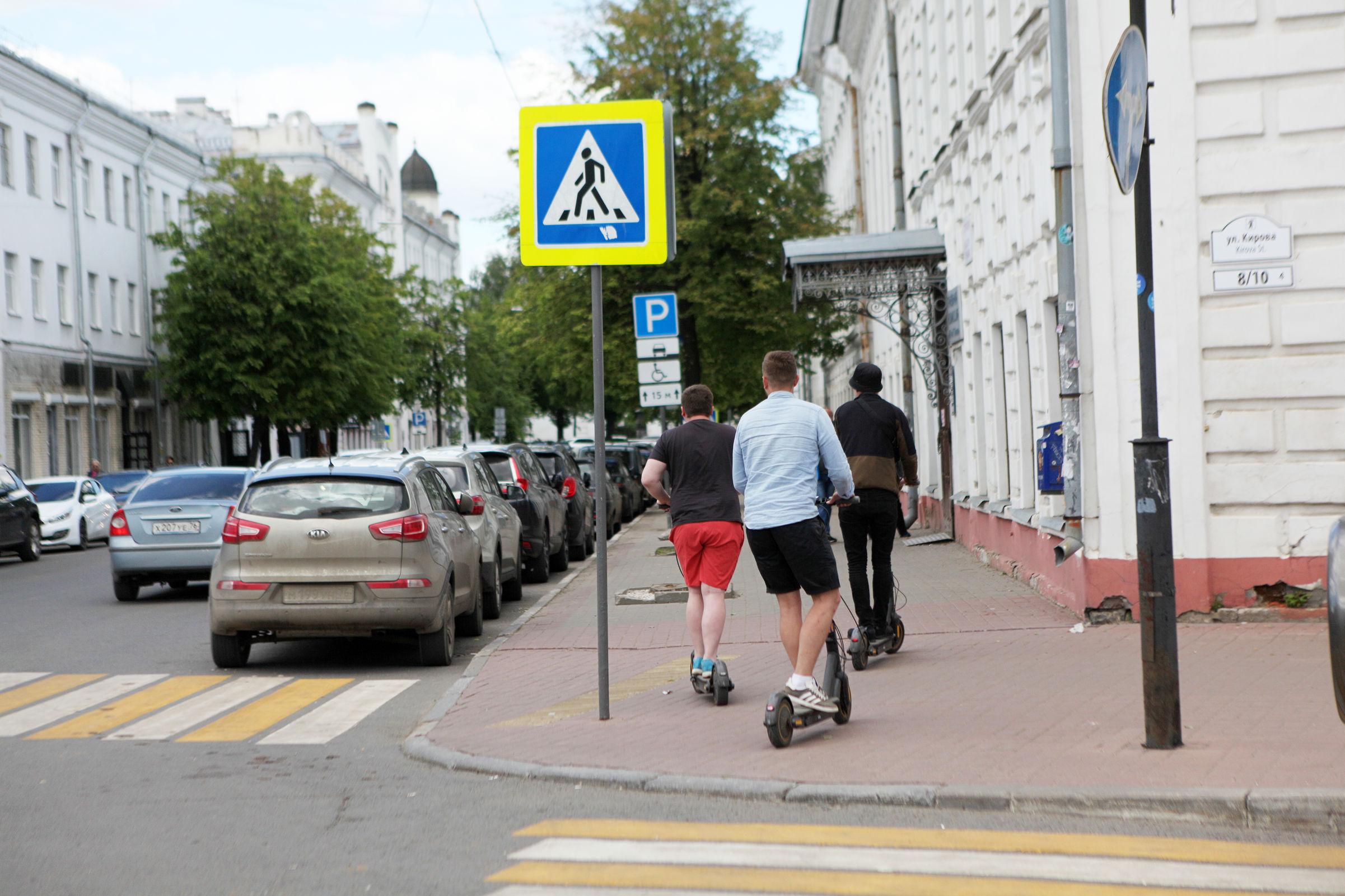 Врачи обеспокоены ростом детского травматизма: в Ярославле планируют ввести единые правила езды на самокатах