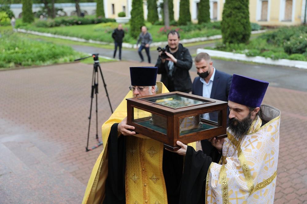 Ковчег с мощами князя Александра Невского доставили в Переславль-Залесский